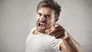 در برابر تعرض یا بی احترامی دیگران باید چه کنیم؟